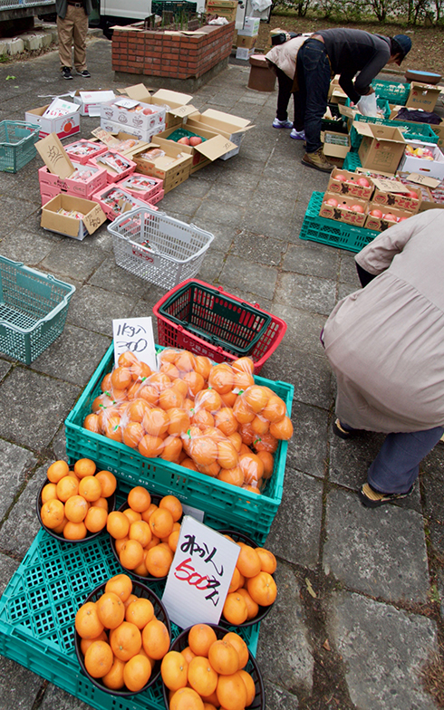 毎週土曜日に行われている「ちゃやマルシェ」(写真撮影:井村幸治)