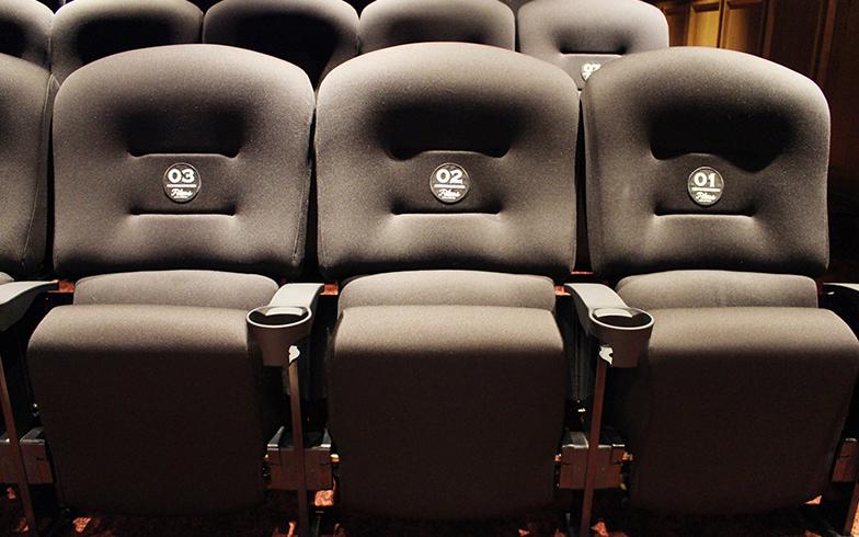 座席は映画館で使われているシネマチェア(写真撮影/SUUMOジャーナル編集部)