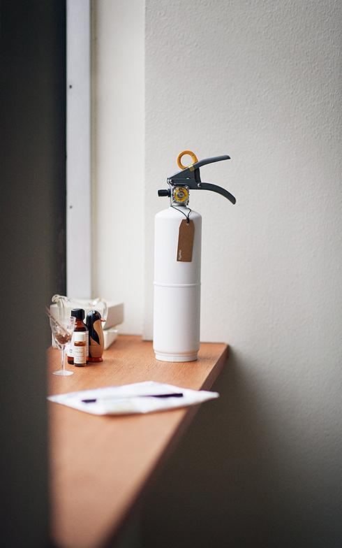 「+住宅用消火器」はお酢の成分と食品原料からつくられた中性液体薬剤を使用しているため、人と環境にやさしく安全。また、一般的な粉末消火器のように粉が飛散せず、後片付けが簡単なのも特徴だ(画像提供/モリタ宮田工業)