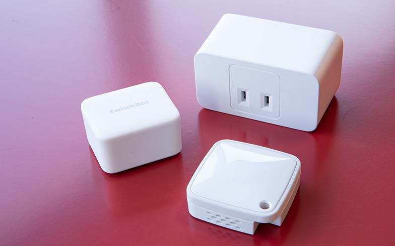 電源アダプターに設置し、スマホや音声操作で、電源オン・オフができるようになるアイテムも発売されている。これで自宅にある家電をスマホで一元管理できるようになる(写真撮影/片山貴博)