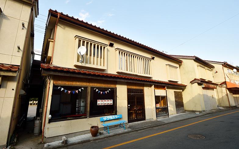 仲見世通りにある民泊「あずま家」の外観(写真撮影/フォトスタジオクマ・熊谷寛之)
