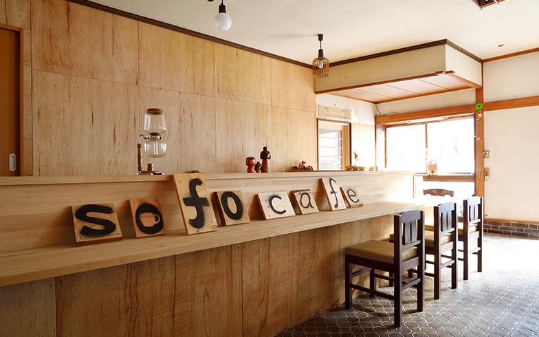 一階ではカフェの開店準備中(写真撮影/フォトスタジオクマ・熊谷寛之)