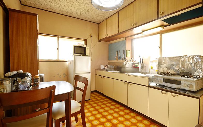 共有キッチンにはお菓子やコーヒーが置かれている。利用者同士で料理をすることもある(写真撮影/フォトスタジオクマ・熊谷寛之)