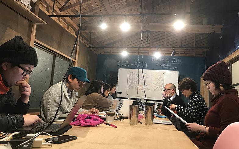 近隣のシェアオフィス「co-ba」では仲見世商店街活性化プロジェクトの打ち合わせなどが開催されている(写真撮影/富谷瑠美)