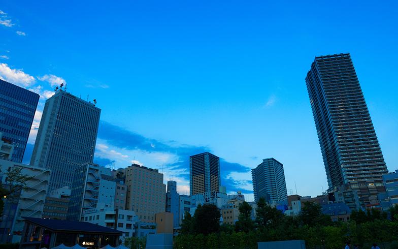 後藤さんの働く池袋の街は多様な人たちが行き交う(画像提供/PIXTA)