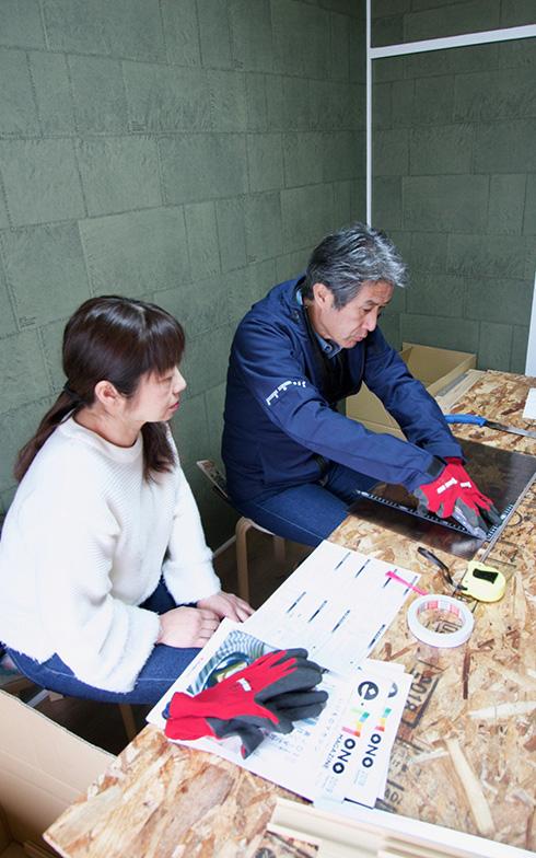 金ノコなど工具の扱いも手慣れたご様子(写真撮影:井村幸治)