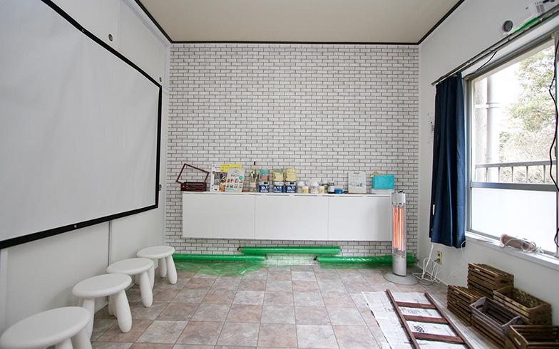 北側の部屋には養生用のビニールシートも用意されており、塗装やペンキ塗りの作業にも活用できる(写真撮影:井村幸治)