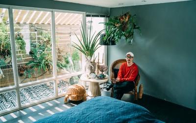 台湾の家と暮らし[1] 植物好きクリエイター男子が住む、広々テラスの贅沢屋上ワンルーム in台北