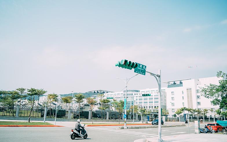 右は大学、左は軍事基地(写真提供/KRIS KANG)