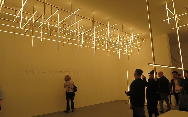 『Coordinates』=座標、と言う名のとおり縦横3次元の軸が交差するデザイン。ニューヨークのホテルFour Seasonsのレストラン用にデザインしたものを商品化(写真撮影/藤井繁子)