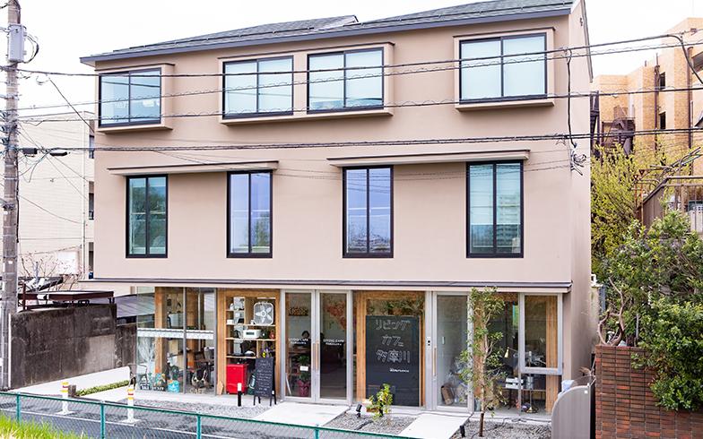 カスタムアパートメント多摩川外観。1階がカフェ、2・3階が住居となっている(写真撮影/片山貴博)