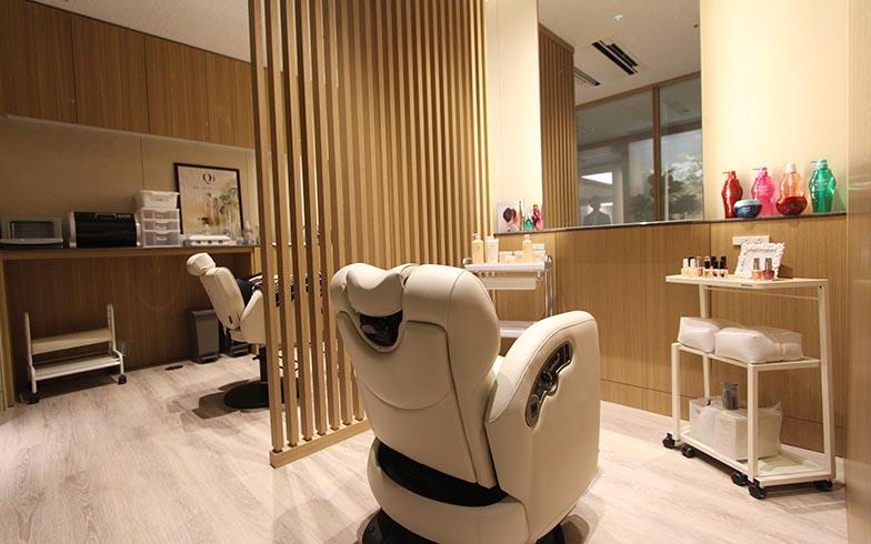資生堂美容室と提携したヘアサロン。カットやパーマだけではなくネイルやフェイシャルも受けられる(有料)(写真撮影/SUUMOジャーナル編集部)