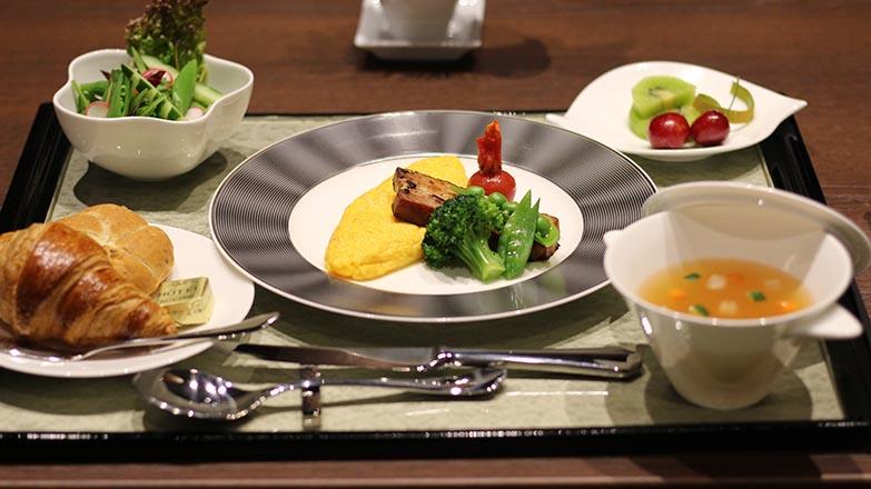 朝食の一例。和食も用意されている(写真撮影/SUUMOジャーナル編集部)