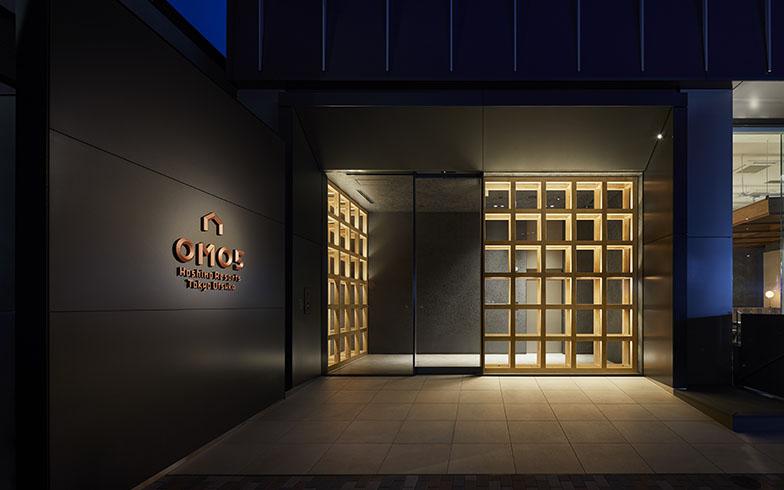 「OMO5 東京大塚」のエントランスは、はやりのライフスタイルホテルっぽい、おしゃれな雰囲気。全125室、宿泊料金は7000円から(写真提供/星野リゾート)