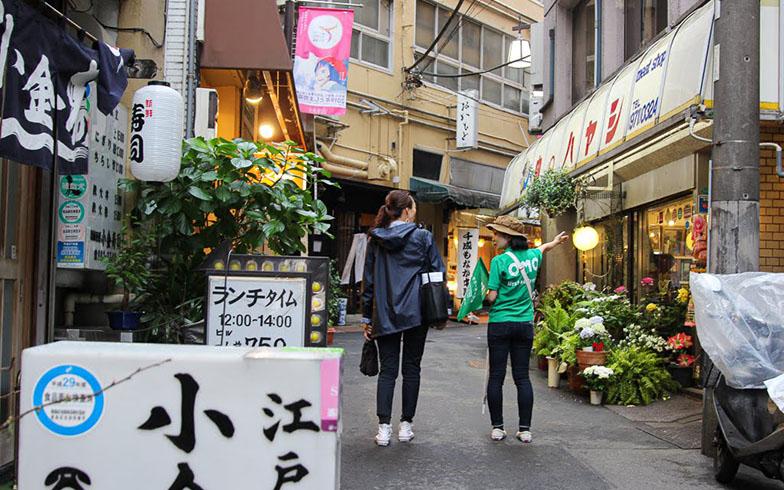 細い道の両脇に、古くからある小さなお店がたくさん並ぶ商店街(写真撮影/SUUMOジャーナル編集部)