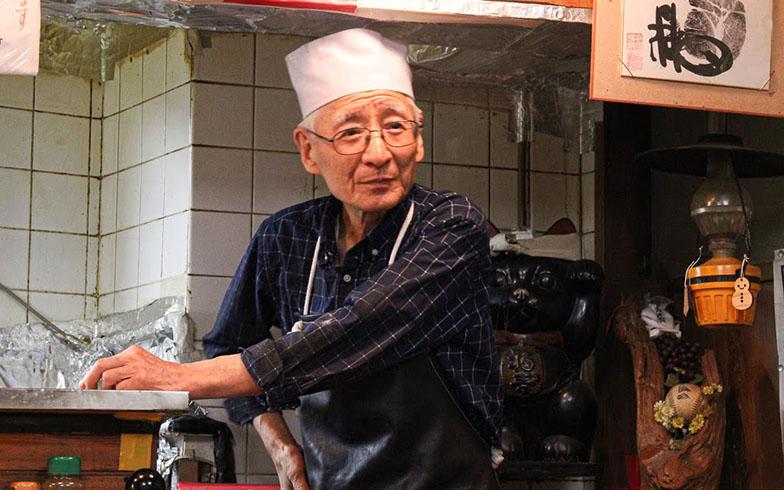 以前は1割くらいだった外国人のお客さんが今では4割に増えたそう。店主によると「OMOで『天ぷらが食べたいけど、おすすめの店は?』と尋ねるお客さんに、うちを紹介してくれているおかげだよ」(写真撮影/SUUMOジャーナル編集部)