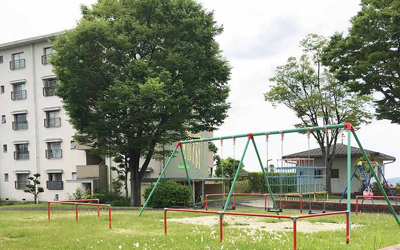 高蔵寺ニュータウン内には遊具のある公園や広場が点在。保育園や幼稚園もあり、子ども達の元気な声が響く(写真撮影/倉畑桐子)