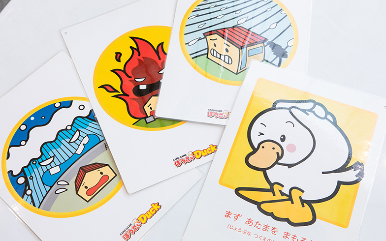 大きなカードとトランプ大の2種類あり、イベントの人数や目的に応じて使い分けられるようになっています(写真撮影/片山貴博)