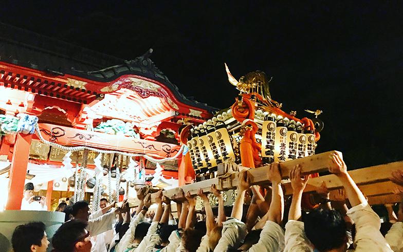 神輿は地元の青年会のメンバーらが担ぐ(写真提供/山本葵)