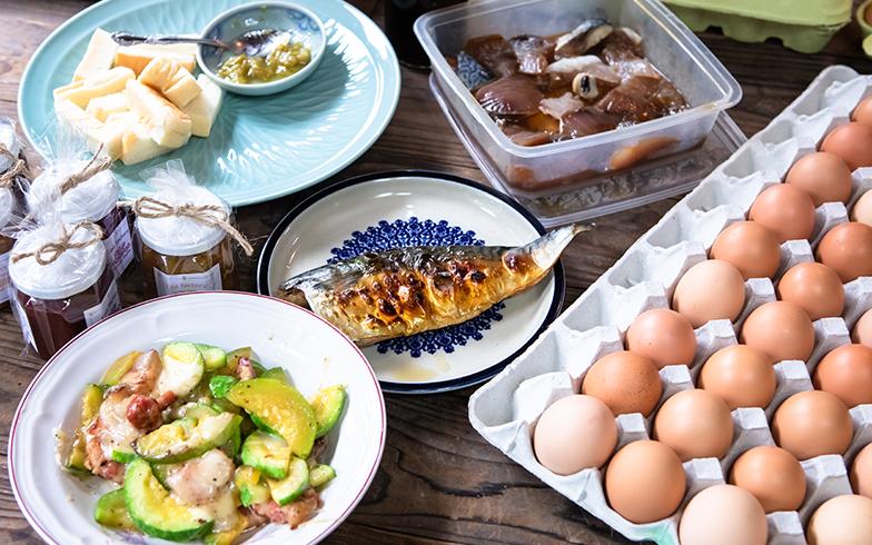 釣った魚、採れたて卵、地元のルバーブジャム、と豪勢な朝食に。ジャムは、地元「よぜむファーム」さんのもの。生産者自らがそれぞれ持ち寄った(写真撮影/片山貴博)