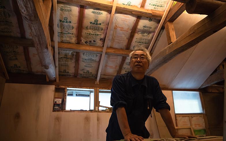 現在、進行中なのが小屋の二階。元々は干し草を保管する場所で、屋根に断熱材を設けたり、窓を設置するなどの改修を施している(写真撮影/片山貴博)