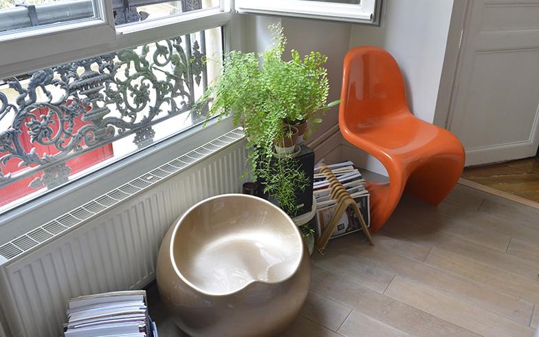 最初に購入したヴィンテージのオレンジの椅子がイメージを膨らませました(写真撮影/Manabu Matsunaga)