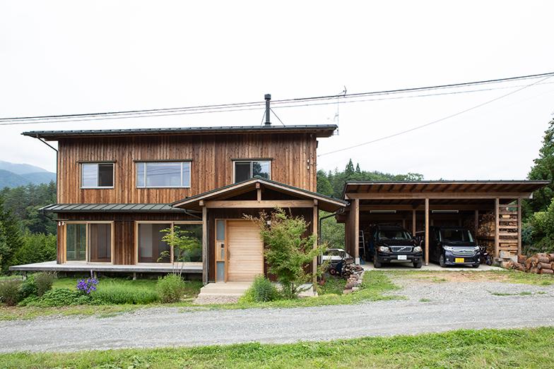 日本産の木材、土、自然素材でつくられた家は4年ほど前に完成(撮影/片山貴博)