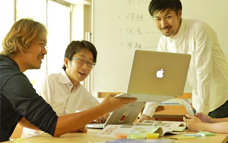 火曜から金曜までは東京のオフィスで働く省人さん(写真提供/安井さん)