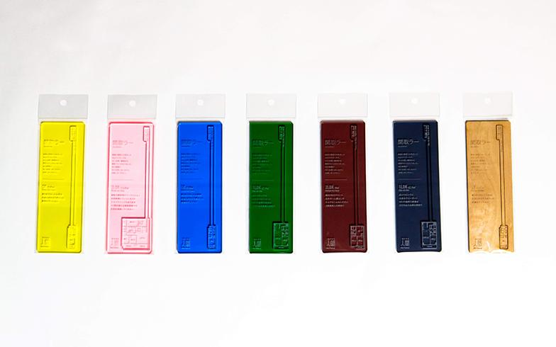 木製のほかにアクリル製全6色も(画像提供:(株)人間)