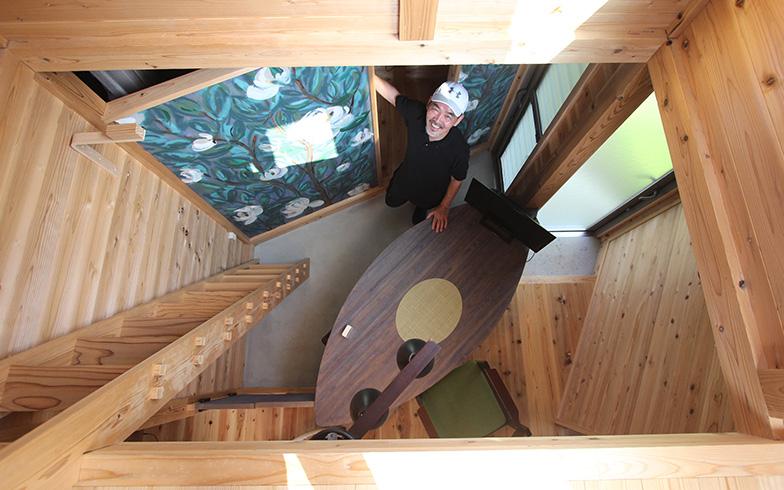 2年目からはタイニーハウスを小菅村産のスギでつくっているそうです。家を壊した後も自然に還りやすい素材でつくられているという点も、昔の庵と同じ。環境にも配慮されているんですね(写真撮影/SUUMOジャーナル編集部)