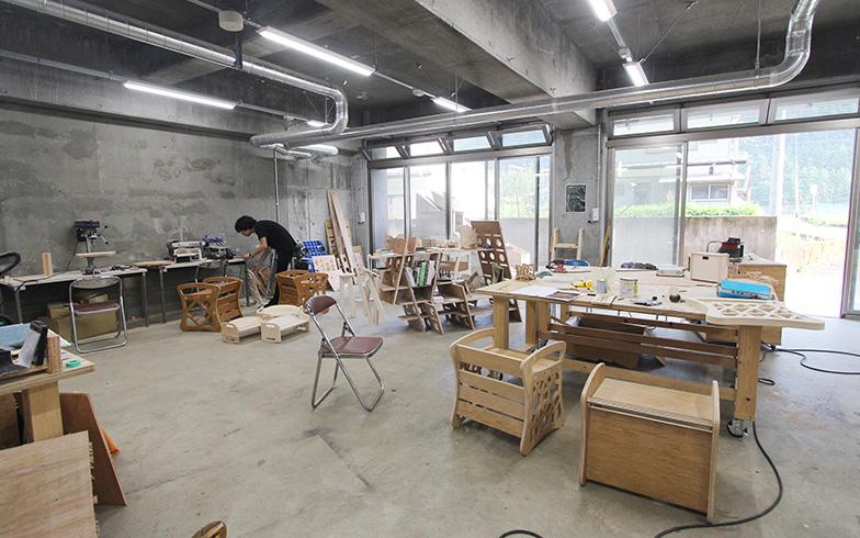 工房は事前予約すれば村外の人も使える。ハイスペックなCNCルーターやレーザーカッターも完備。8月3日には初のDIY教室が開かれた。今後も定期的に開催予定とか(写真撮影/SUUMOジャーナル編集部)