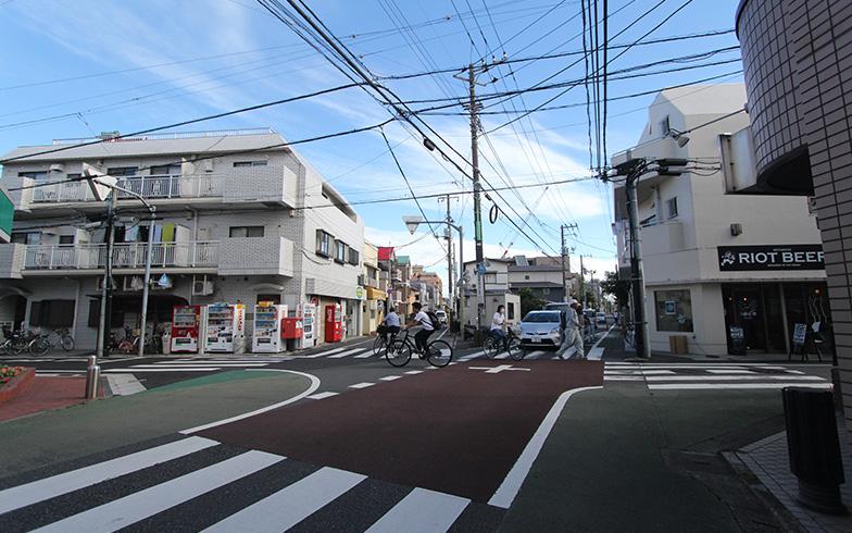 複雑な形状で道路が交差する(写真撮影/SUUMOジャーナル編集部)