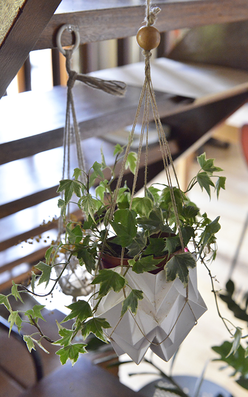 手づくりの花瓶が飾ってあります(写真撮影/Manabu Matsunaga)