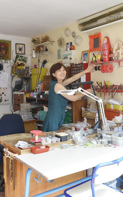 使う道具や材料は作業をしながらでも手が届くところに置いています(写真撮影/Manabu Matsunaga)
