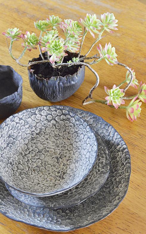 花瓶やお皿などの陶器づくりにも凝っています(写真撮影/Manabu Matsunaga)
