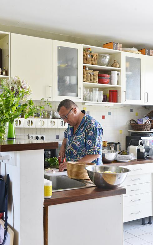 ピエールさんの料理をする手さばきはさすが(写真撮影/Manabu Matsunaga)