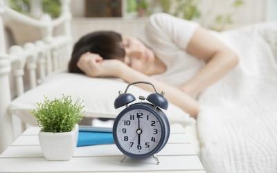 睡眠が生活の満足値に影響する?現代人が重視する睡眠の時間と質