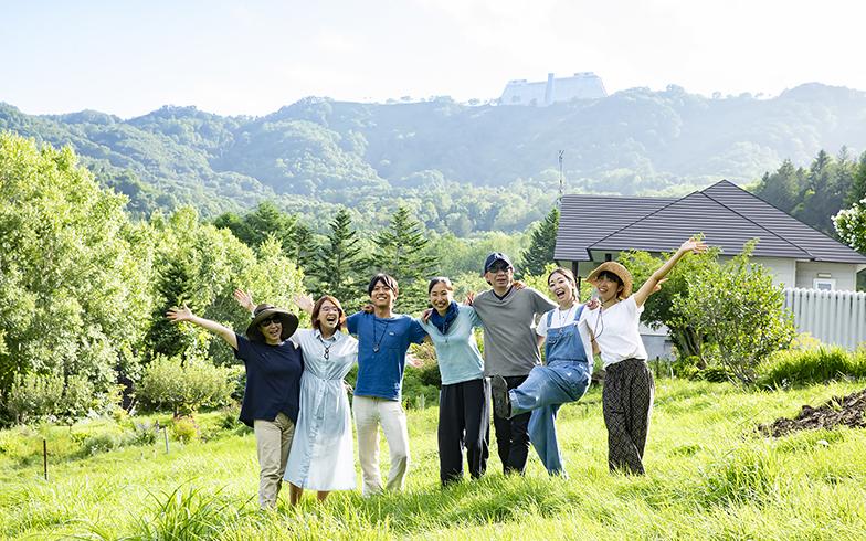 デュアルライフ・二拠点生活[17]東京と北海道洞爺。小屋を建て、土を耕す。仲間と一緒に「つくる」を楽しむ生活とは?