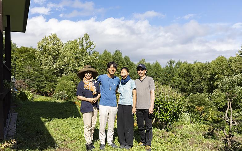 取材日に泊まりに来ていた加奈さんのご両親。普段は東京都心暮らしだが、すでに洞爺がお気に入りだそう(写真撮影/川村一之)