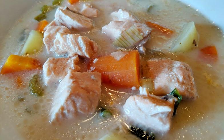 朝食では、ブルーベリーパイ、ハム、エッグ。ランチではフィンランド名物サーモンクリームスープをいただきました(写真撮影/SUUMOジャーナル編集部)