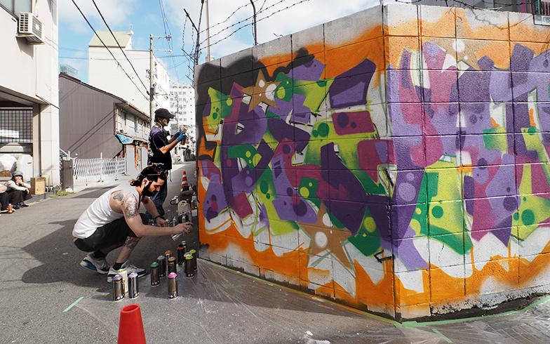 西成のウォールアートプロジェクト「西成ウォールアートニッポン」(略称:西成WAN)(写真撮影/吉村智樹)