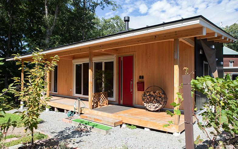 依頼したのは、宿泊できる住宅展示場を展開している「class vesso西軽井沢」。W夫妻宅の完成後、入居までの半年間はモデルハウスとして貸していた(写真撮影/片山貴博)