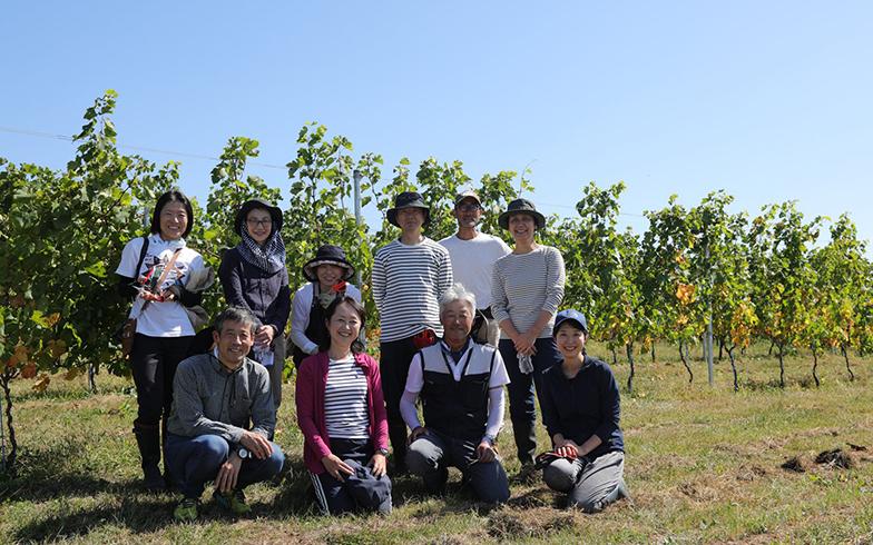 ワインアカデミーの同期の面々。「ご夫婦で小諸に移住された方、東京から長野に週末通って、葡萄を育てている方、ボランティアで収穫にかかわっている方などさまざまで面白いです」 (画像提供/友人)