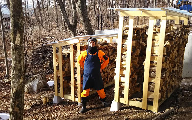 薪割り、薪置き場のDIY、煙突の掃除など、田舎生活はやることがいっぱい(画像提供/妻)