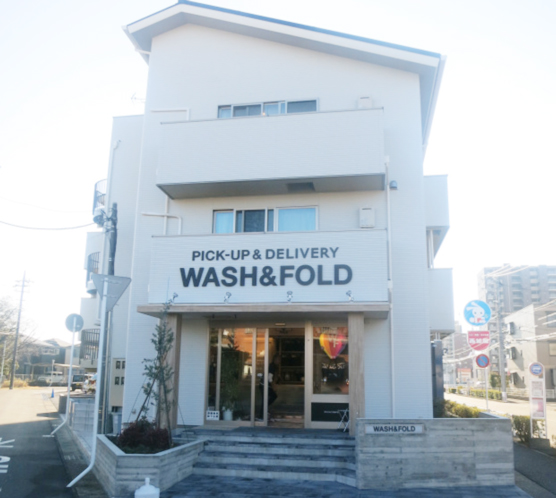 MOM-HOUSE(マムハウス)に併設された洗濯代行店「WASH & FOLD」(撮影・葛西リサ)