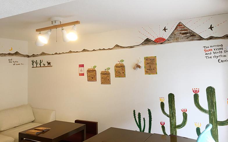 ハラッパ食堂に描かれたMOMOさんの絵。引越してきた団地で以前の経験が活きる。まるで映画のような展開(写真提供:MOMOさん)