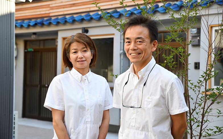 綿谷さん夫妻。土曜の朝は2人でカフェを開く生活になった(写真/水野浩志)