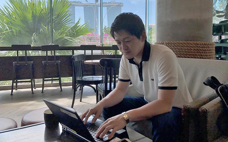 シンガポールでワーケーション中の東原さん(写真提供/JAL)