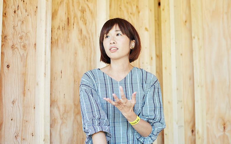 中田さんは夫の裕一さんと建築事務所「中田製作所」を運営。「妄想から打ち上げまで」をコンセプトに施主も設計士も職人も一緒に家づくりに取り組む「HandiHouse project」や今回出展した「断熱タイニーハウスプロジェクト」や「FLAT mini」にもかかわっている(撮影/相馬ミナ)