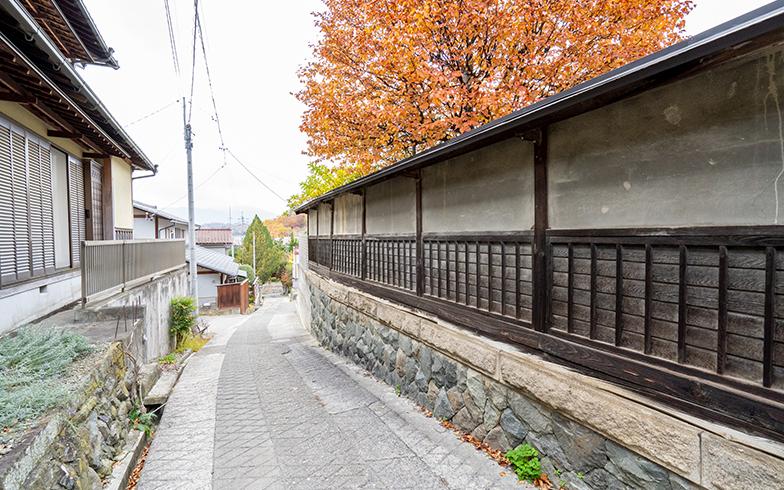 1000年の歴史を感じさせる浅間温泉の街並み(写真撮影/高木真)